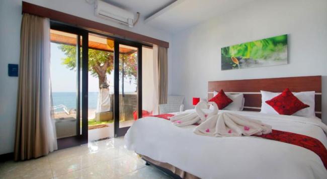 Room in Beachfront Apartment