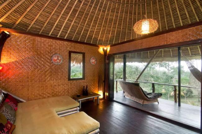Treehouse Near Balian Beach